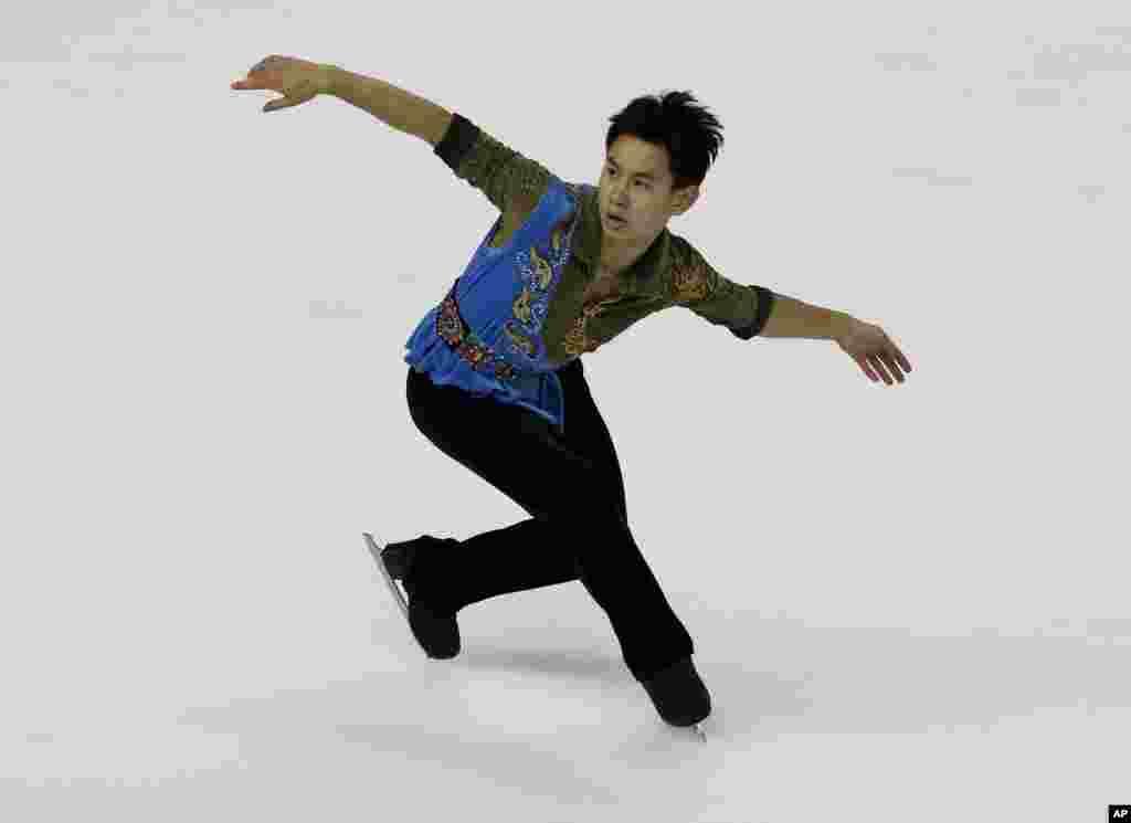 Денис Тен мәнерлеп сырғанаудан олимпиадада және әлем чемпионатында медаль алған алғашқы қазақстандық спортшы болған.