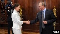 Presidenti rus Vladimir Putin takohet me Anna Kuznetsova