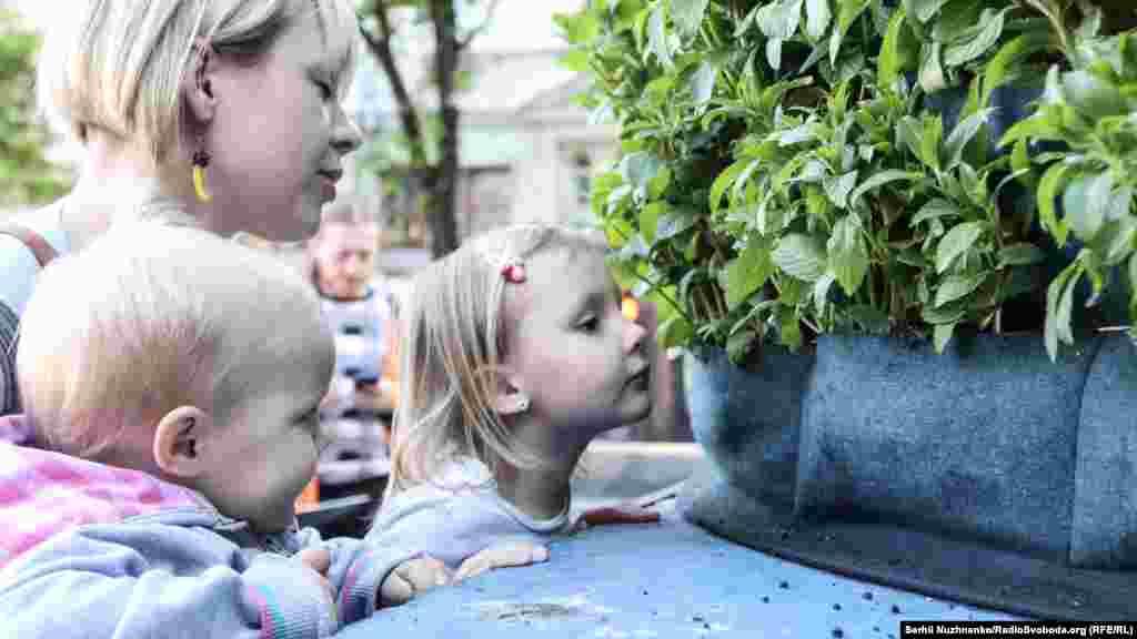 Діти вподобали пахучу інсталяцію