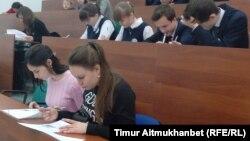 Участники акции «Географический диктант». Павлодар, 19 ноября 2016 года.