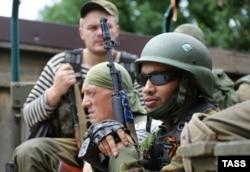 Пророссийские сепаратисты вблизи Марьинки. 2 июля 2014 года