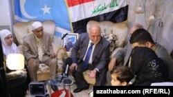 Yrakly türkmenler ýurduň premýer-ministri Haider al-Abadi bilen duşuşýar. Arhiw suraty.