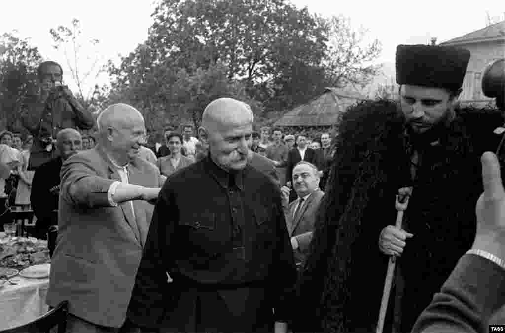 With Cuban leader Fidel Castro (right) fearing a U.S. attack after the disastrous Bay of Pigs invasion in 1961,  Soviet leader Nikita Khrushchev (left) in 1962 ordered the construction of missile installations on Cuba and the deployment of nuclear weapons to the island.