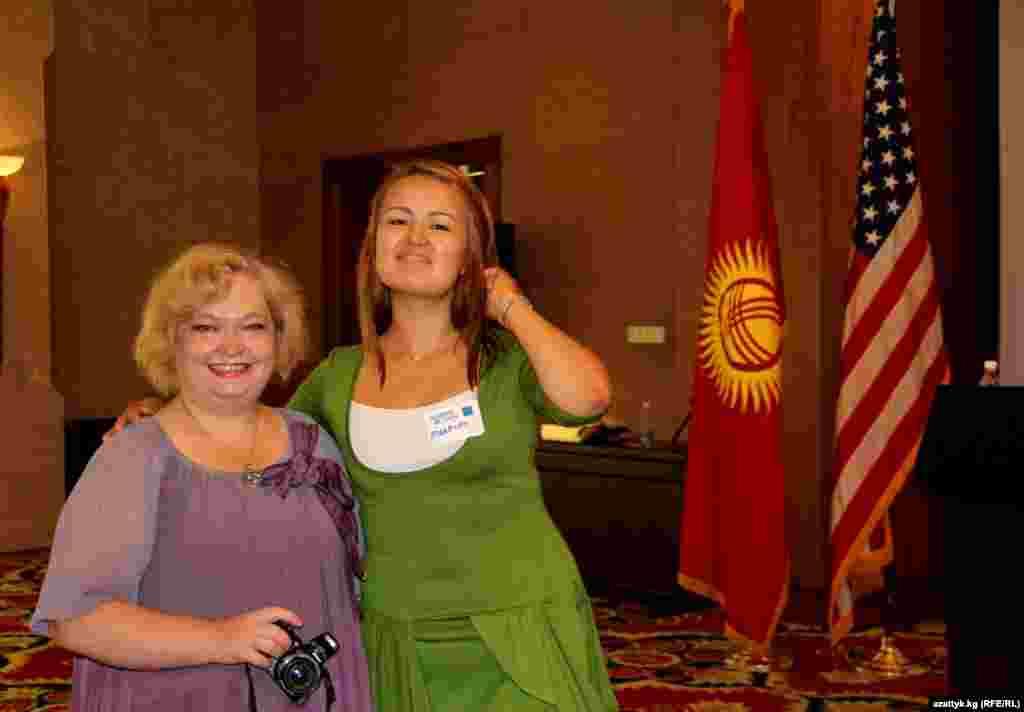 Елена Воронина, гражданский активист (слева)