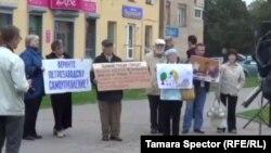 Жители Петрозаводска на митинге за отставку городского совета