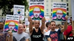 Участники демонстрации против гомофобии в России. Лондон, август 2013