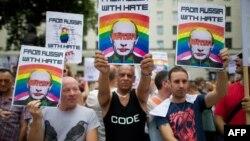 Protest la Londra împotriva legislaţiei ruse anti-gay