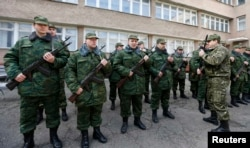 سربازانی که به آنها «نیروی دفاعی» کریمه گفته میشود
