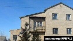 Дом, в котором раньше жила семья Махатовых, Актобе 15февраля 2012 года.