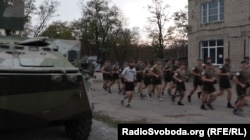 Тренування новобранців до полку «Азов» у Маріуполі