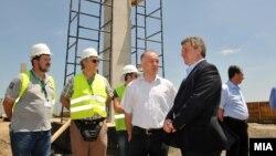 """Претседателот Ѓорѓе Иванов во посета на индустриската зона """"Жабени"""" во Битола."""