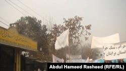 Демонстранттар Ирандын Кабулдагы элчилигине да барышкан. 7-январь, 2011-жыл.
