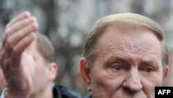Leonid Kuchma speaks to journalists in Kyiv on March 28.