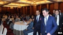 Премиерот Никола Груевски претходно беше во роуд шоу за привлекување странски инвестиции во Индија.