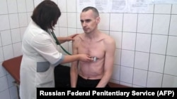 In this image released by the Federal Penitentiary Service in Russia's Yamalo-Nenets region on September 29, Oleh Sentsov undergoes a medical examination at a state hospital in Labytnangi.