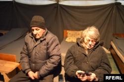 Валентина с мужем в палатке обогрева