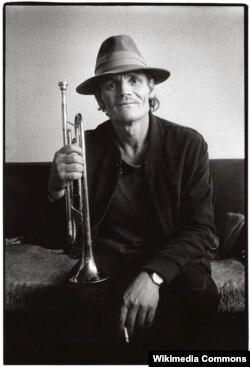 Чэт Бейкер, труба