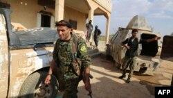 گروهی از شورشیان مورد حمایت آمریکا در نزدیکی منبح