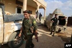 Бойцы одного из курдских отрядов в Сирии. Июнь 2016 года