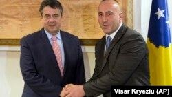Zigmar Gabrijel sa kosovskim premijerom Ramušom Haradinajem u poseti Kosovu, nakon posete Srbiji