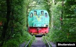 Тунель кохання створили потяги