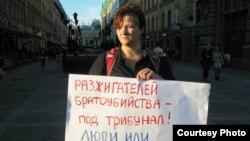 Александра Крыленкова на антивоенной акции