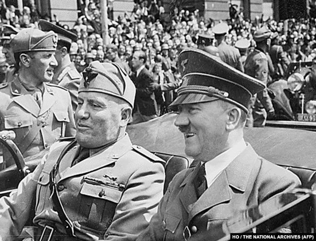 Фашистський диктатор Італії (дуче Великої Італії) Беніто Муссоліні та райхсканцлер Німеччини Адольф Гітлер. Мюнхен, червень 1940 року
