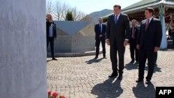 Milorad Dodik u Srebrenici sa gradonačelnikom Ćamilom Durakovićem, april 2015.
