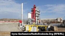 Общий вид завода по производству асфальта в Мариуполе