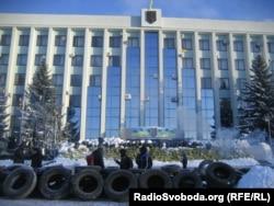 Барыкады каля Абласной адміністрацыі ў Роўне