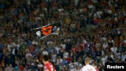 Ndërpritet ndeshja Serbi - Shqipëri