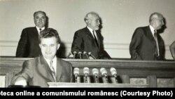 Nicolae Ceauşescu votând în Marea Adunare Naţională.(20 iunie 1968) Fototeca online a comunismului românesc; cota 143/1968