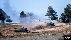 Турецька самохідна артилерія біля кордону обстрілює позиції сирійських курдів, фото 16 лютого 2016 року