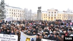 On February 15, protesters rallied against job cuts and worsening living standards in Pikalyovo.
