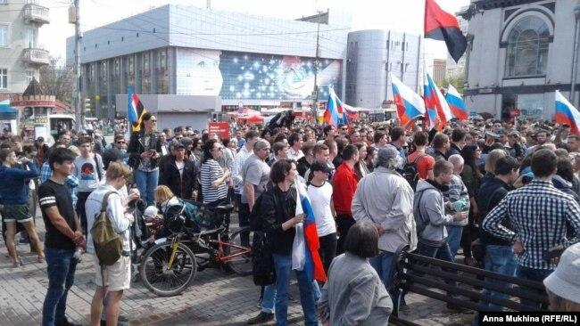 "Участники акции ""Он нам не царь"" в Саратове"