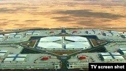 Aşgabadyň demirgazygynda gurlan «Altyn asyr» gündogar bazary özboluşly binagärlik aýratynlygy bilen tapawutlanyp, daşdan syn edeniňde ol ahal gölüniň şekilini alamatlandyrýar.