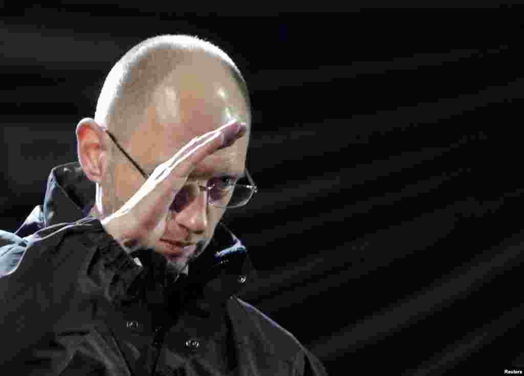 Арсеній Яценюк виступає під час Революції гідності. Київ, лютий 2014 року