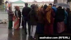 Türkmenistanda azyk nobatlary