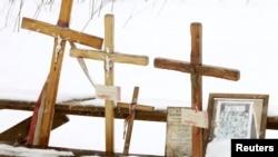 Кресты на месте крушения самолета под Смоленском