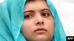 Ппакистанская девочка Малала Юсуфзай, тяжело раненная талибами