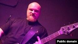 Бас-гітарыст гурту Litvintroll Алег Клімчанка. фота vk.com/litvintr0ll