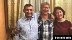 Фото Алмазбека Атамбаева с Хабибулой Абдукадыром, распространенное в соцсетях.