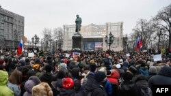 Pamje nga protesta e sotme në mbështetje të bojkotit të zgjedhjeve presidenciale në Sheshin Pushkin në Moskë
