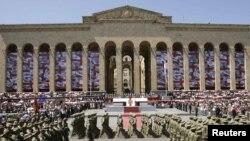 В параде приняли участие более 4 тысяч военнослужащих и более 100 единиц военной техники