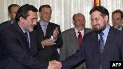 Nënshkrimi i Marrëveshjes së Ohrit, 13 gusht 2001.