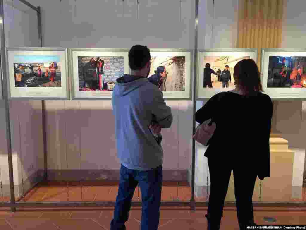 نمایی از نمایشگاه عکسهای آلفرد یعقوبزاده