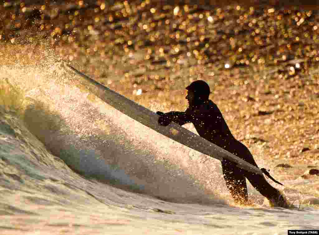 A man surfs on Russky Island near Vladivostok, Russia. (TASS)