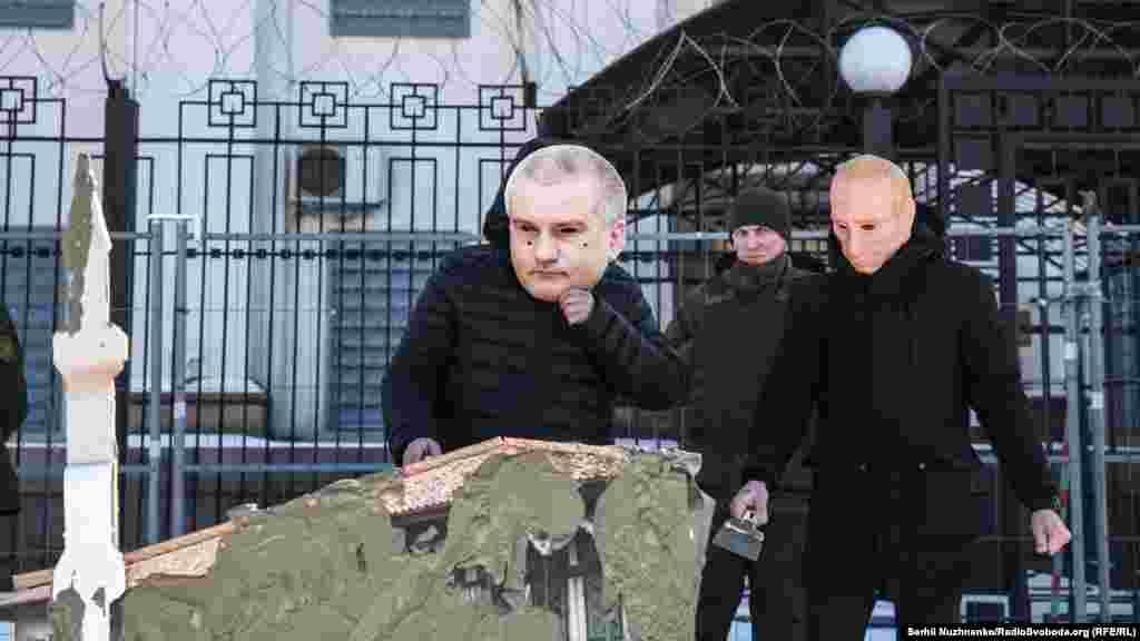 Министерство культуры Украины утверждает, что из-за проведения российскими властями Крыма работ на территории Бахчисарайского заповедника существует угроза разрушения главного корпуса Ханского дворца