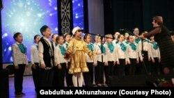 Татар сәнгате мәктәбе балалары чыгыш ясый