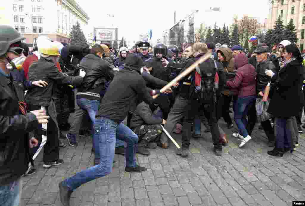 Pro-Russian protesters (left) clash with activists supporting the territorial integrity of Ukraine as Interior Ministry members attempt to keep them apart during rallies in the eastern city of Kharkiv, Ukraine, on April 7. (Reuters)